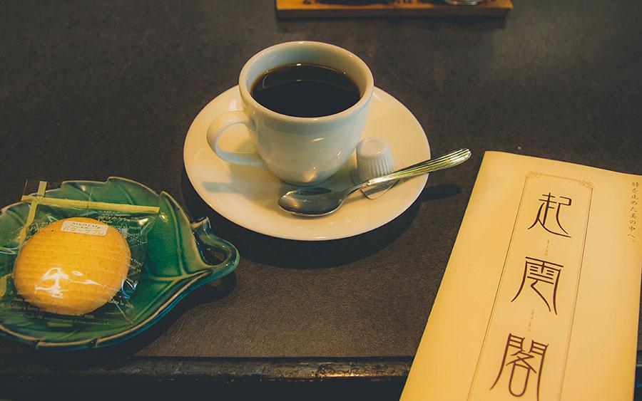 起雲閣内のカフェで休憩