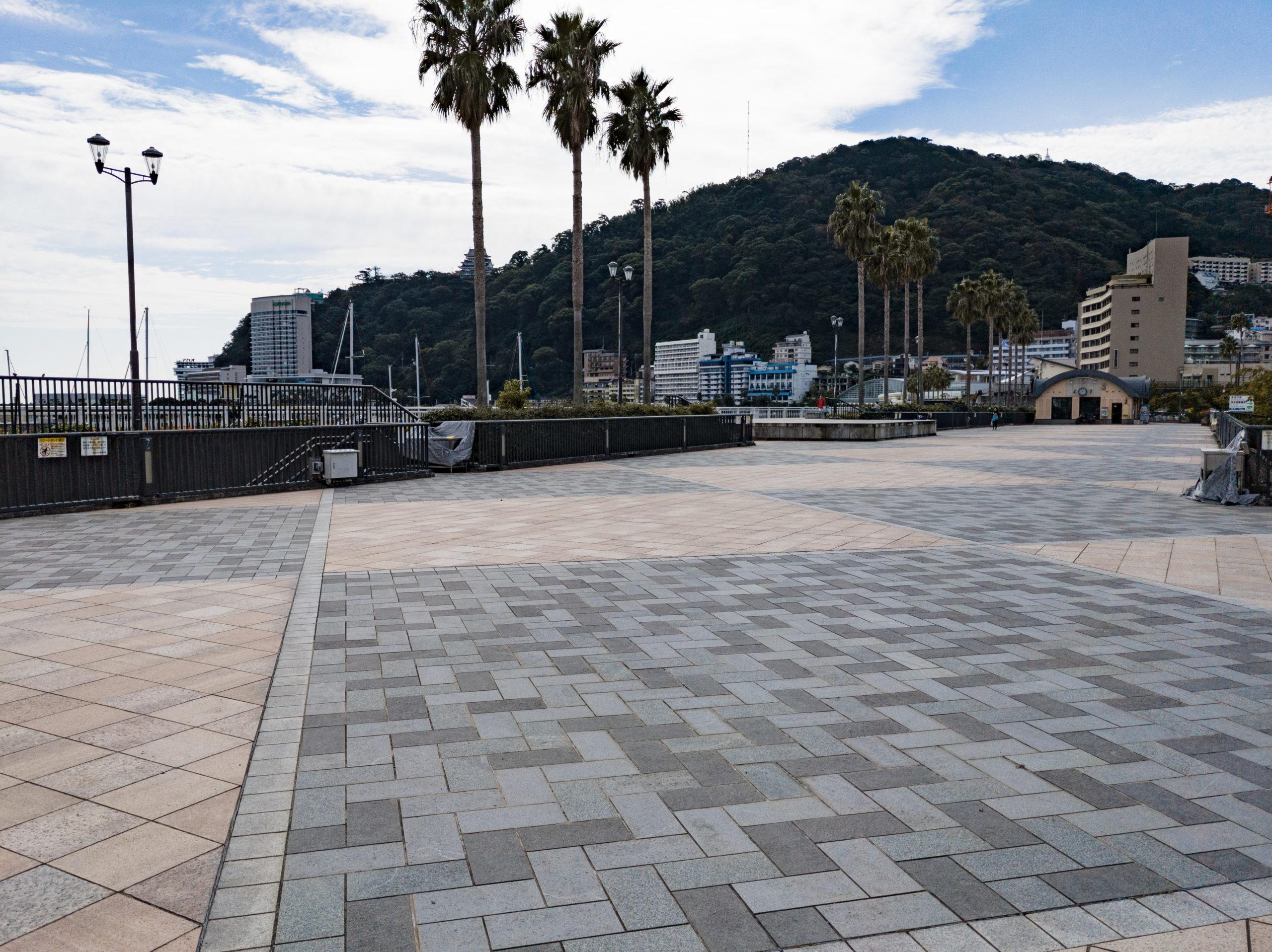 親水公園の広場